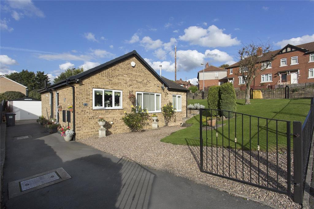 2 Bedrooms Detached Bungalow for sale in Well Lane, Dewsbury, West Yorkshire, WF13