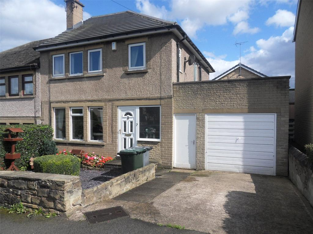 3 Bedrooms Semi Detached House for sale in Enfield Close, Batley, West Yorkshire, WF17