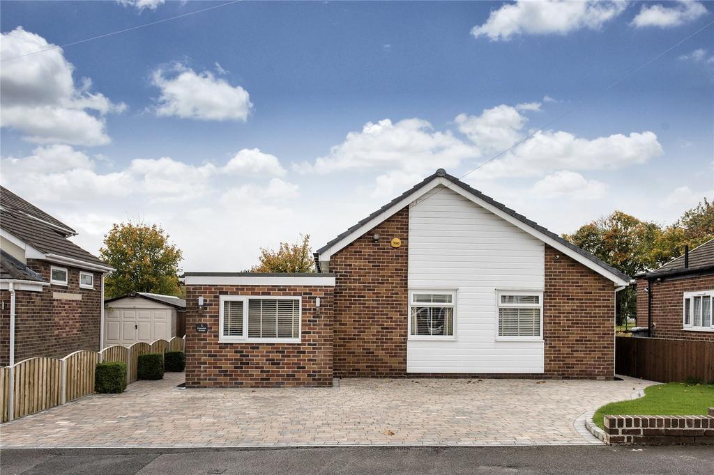 3 Bedrooms Detached Bungalow for sale in Ennerdale Avenue, Hanging Heaton, Dewsbury, West Yorkshire, WF12