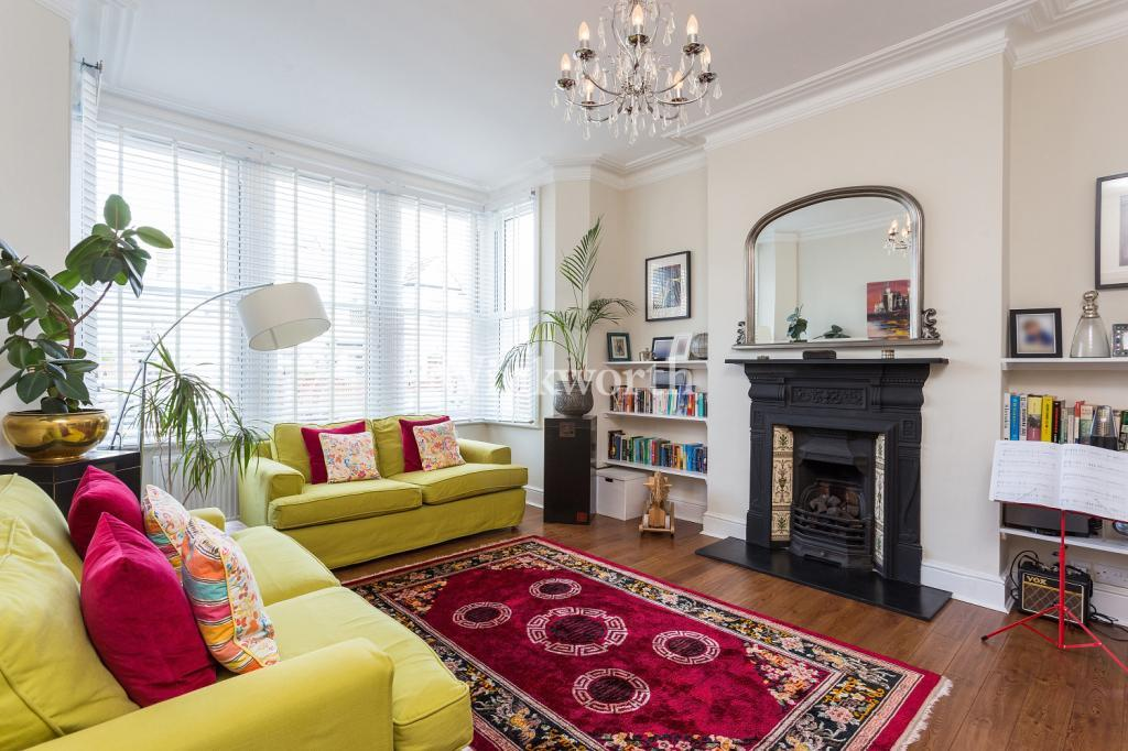 4 Bedrooms Detached House for sale in Stonard Road, London, N13