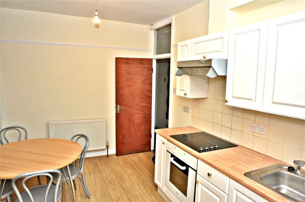 5 Bedrooms Flat for rent in Green Lanes, London, N13
