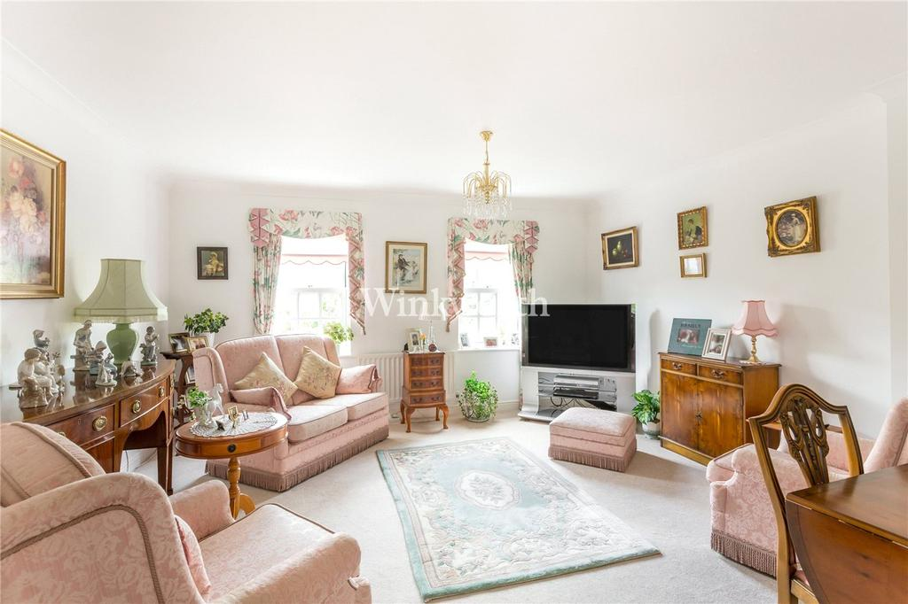 2 Bedrooms Maisonette Flat for sale in Anderson Close, London, N21