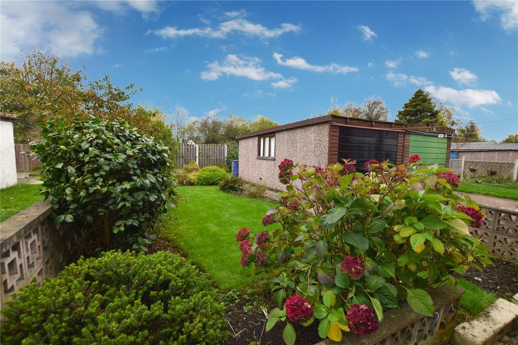 3 Bedrooms Semi Detached House for sale in Parkwood Road, Leeds, West Yorkshire, LS11