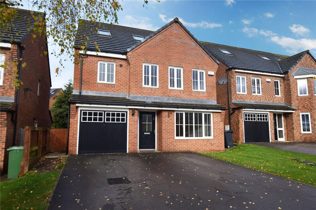 4 Bedrooms Detached House for sale in Waggon Road, Leeds, West Yorkshire, LS10