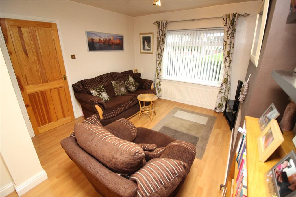 2 Bedrooms Terraced House for sale in Ackers Road, Woodchurch, CH49