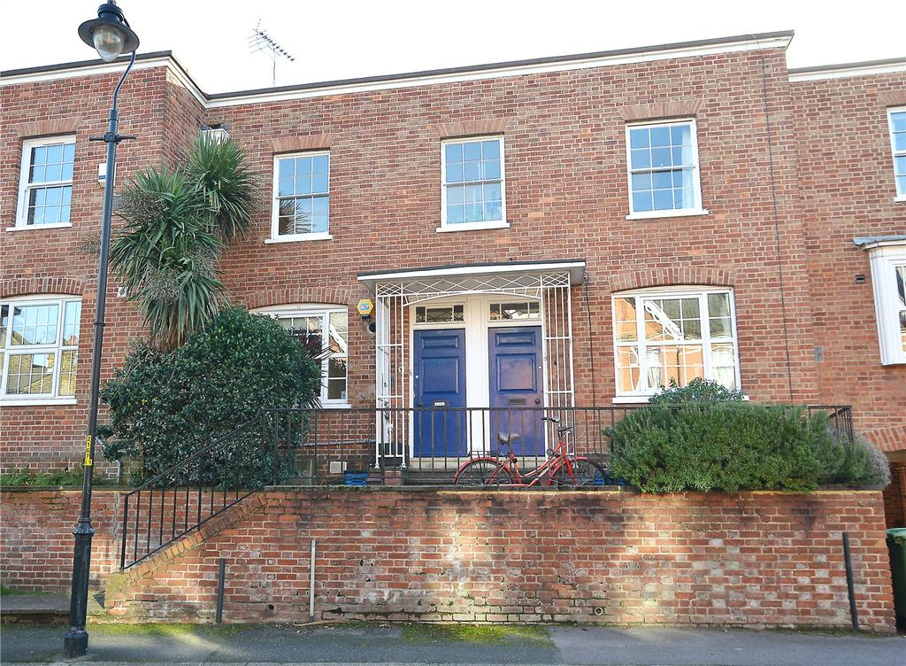 2 Bedrooms Maisonette Flat for sale in Champion Grove, Camberwell, London, SE5