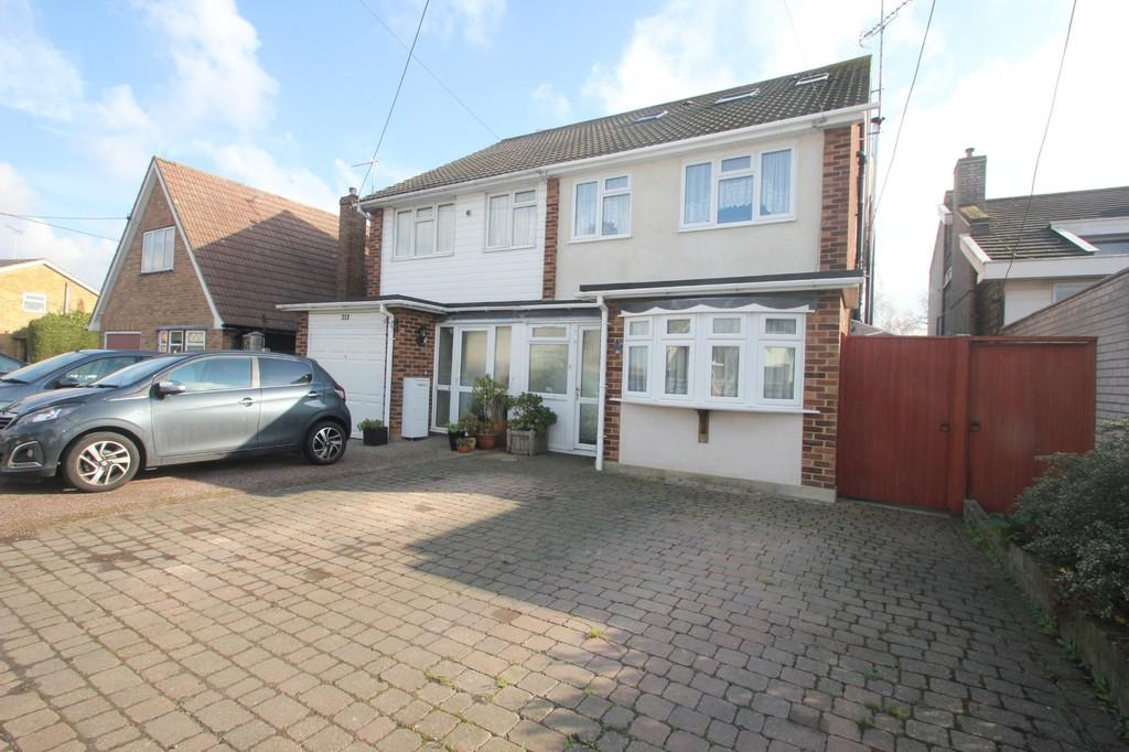 4 Bedrooms Semi Detached House for sale in Plumberow Avenue, Hockley