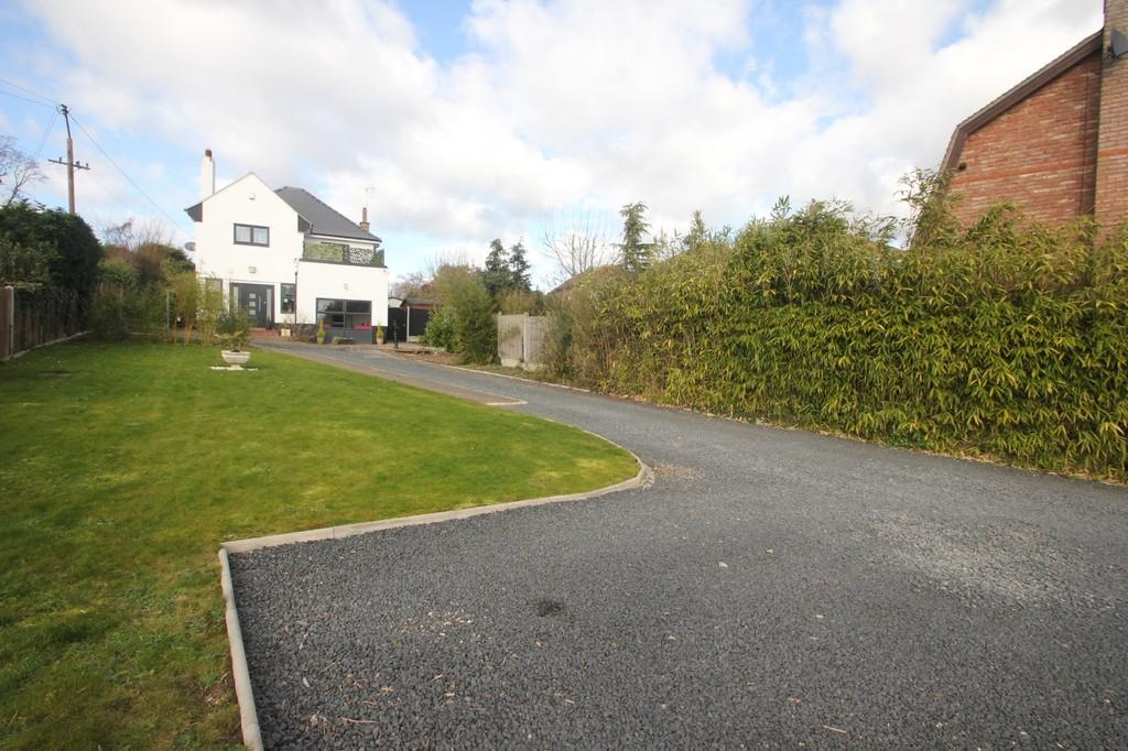 4 Bedrooms Detached House for sale in White Hart Lane, Hawkwell