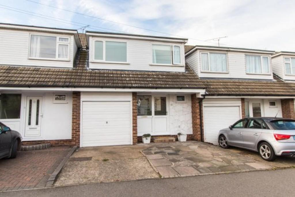 3 Bedrooms Terraced House for sale in Great Eastern Road, Hockley