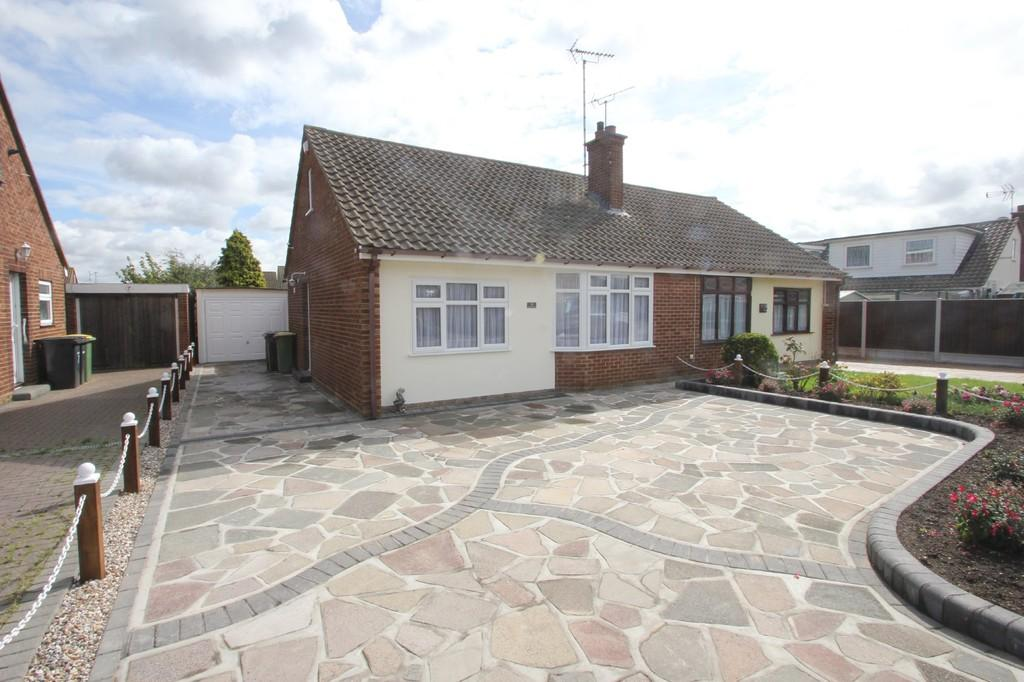 2 Bedrooms Semi Detached Bungalow for sale in Parklands, Rochford