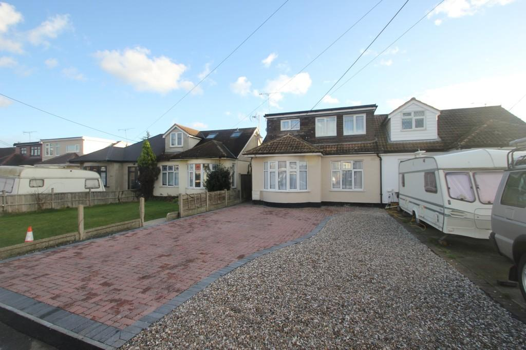 3 Bedrooms Chalet House for sale in Oxford Road, Rochford