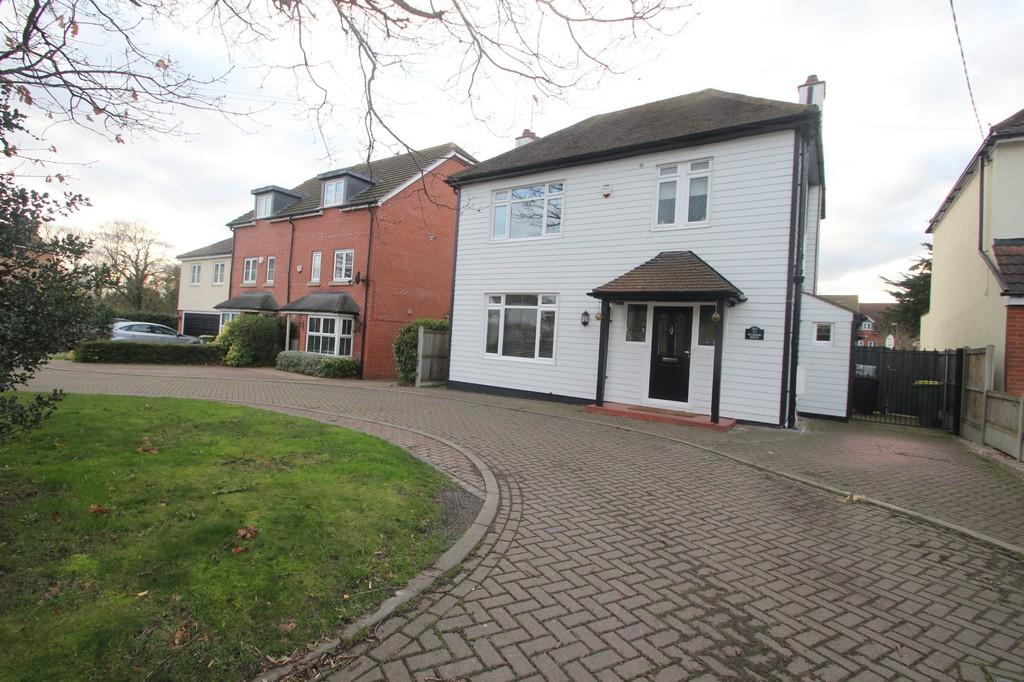 3 Bedrooms Detached House for sale in Ashingdon Road, Rochford