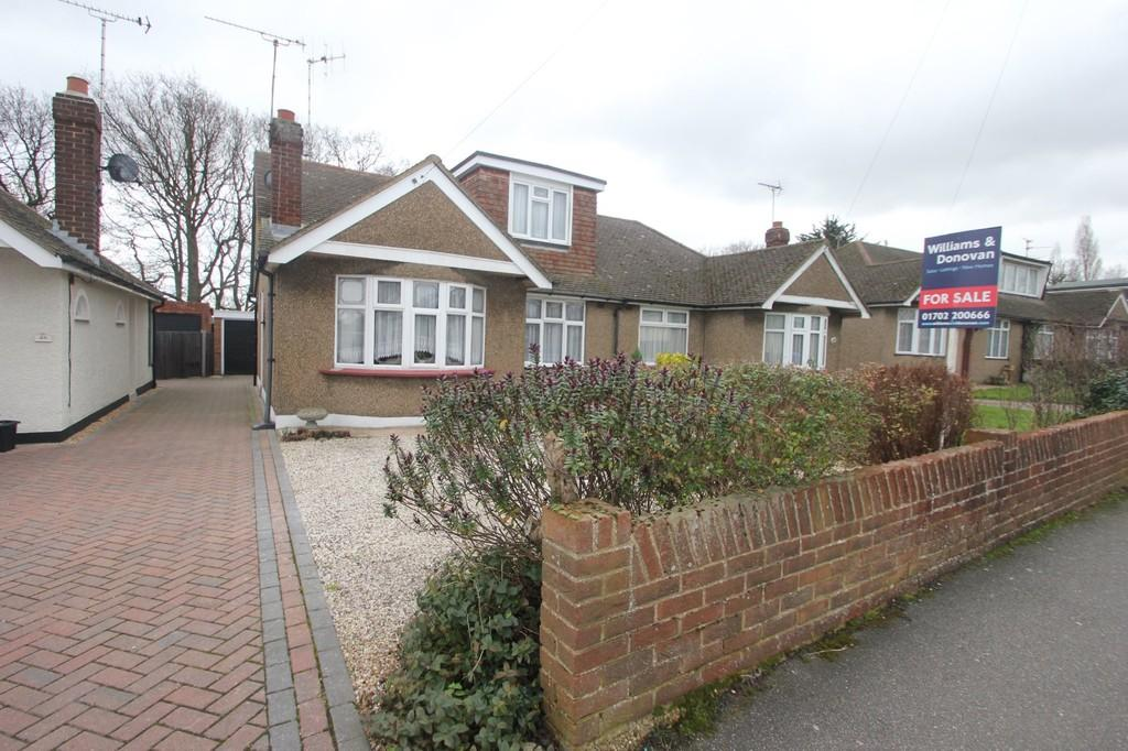 5 Bedrooms Semi Detached House for sale in Hamilton Gardens, Hockley