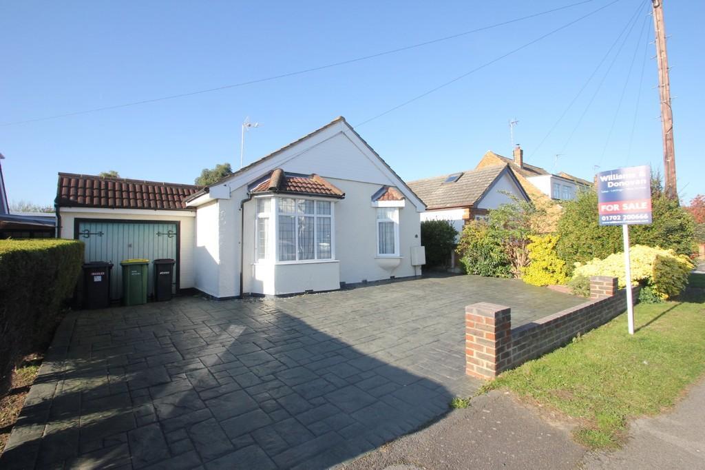 2 Bedrooms Detached Bungalow for sale in Harrogate Road, Hockley