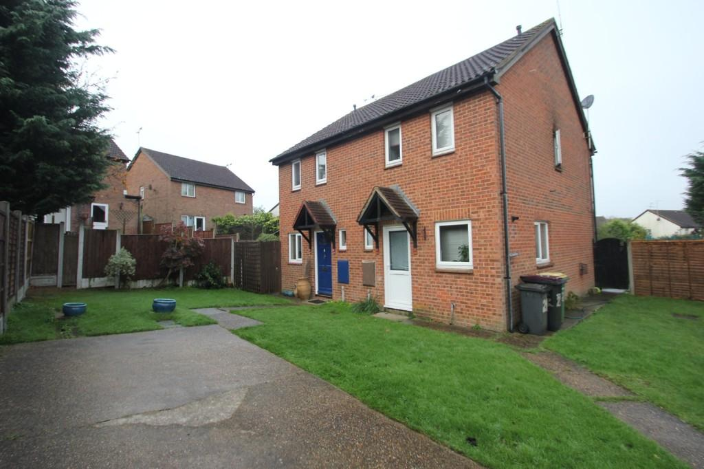 2 Bedrooms Semi Detached House for sale in Woodstock Crescent, Hockley