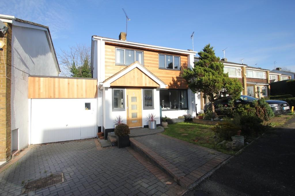 3 Bedrooms Link Detached House for sale in Gayleighs, Rayleigh