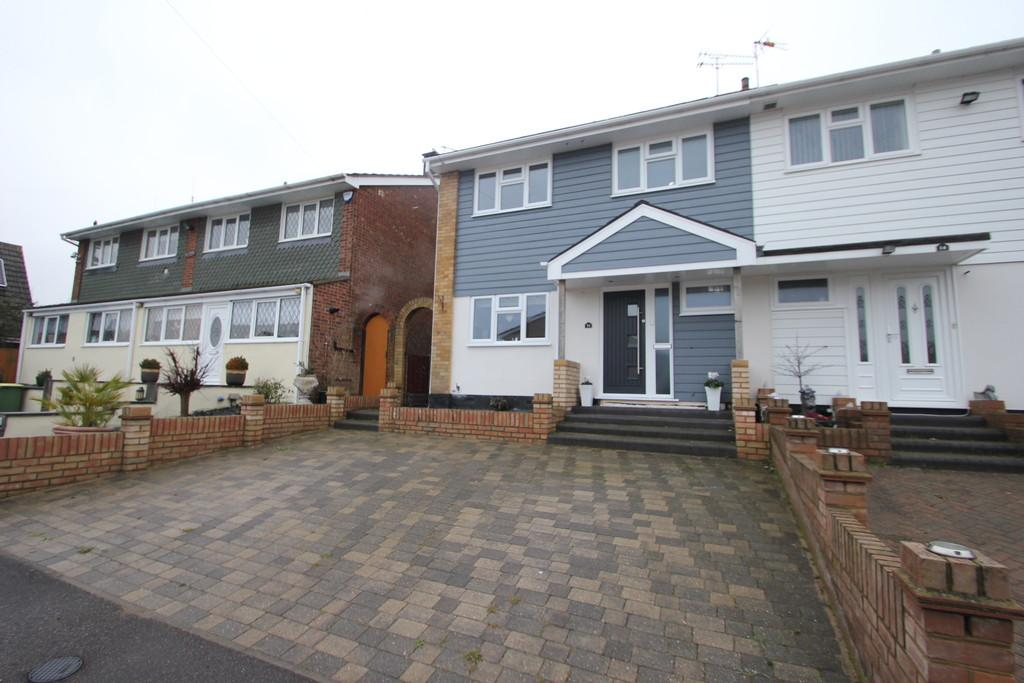 3 Bedrooms Semi Detached House for sale in Padgetts Way, Hullbridge