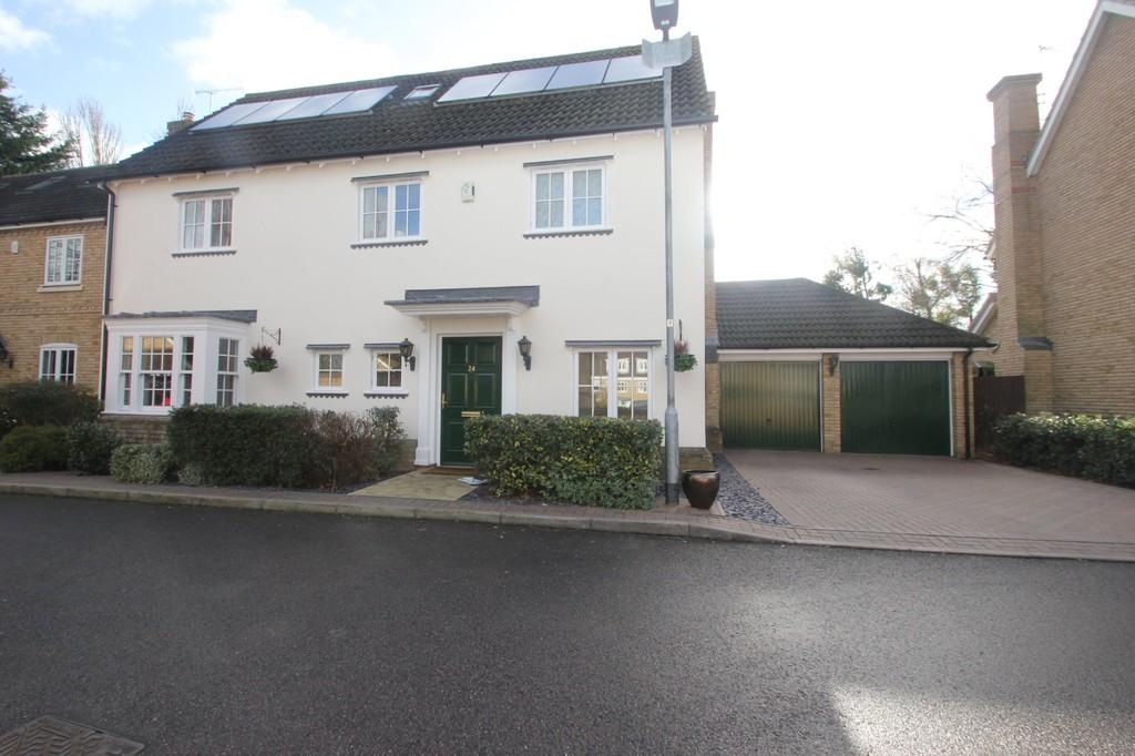 6 Bedrooms Detached House for sale in Etheldore Avenue, Hockley