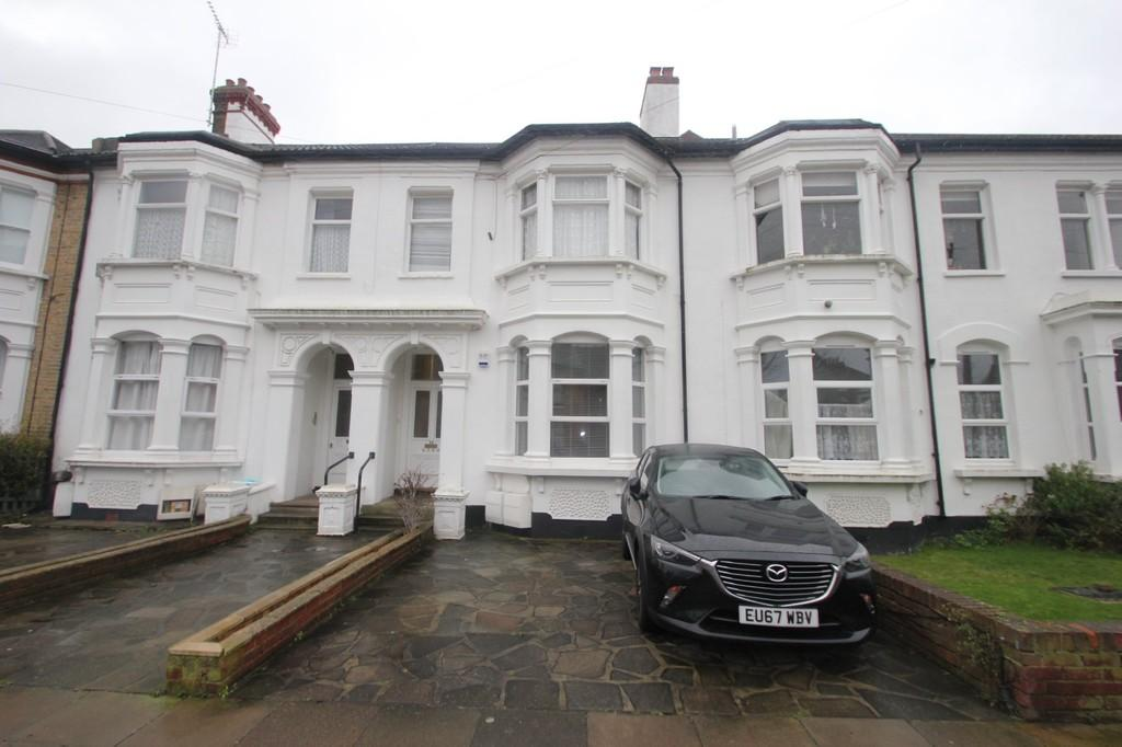 2 Bedrooms Ground Flat for sale in Park Road, Westcliff-On-Sea