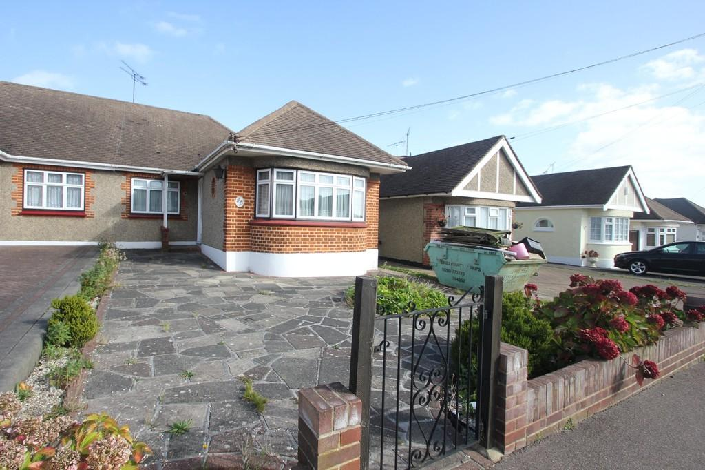 2 Bedrooms Semi Detached Bungalow for sale in Warwick Road, Rayleigh