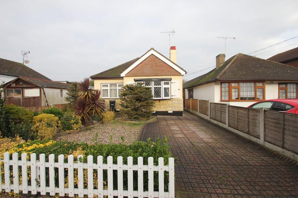 2 Bedrooms Detached Bungalow for sale in Albert Road, Ashingdon