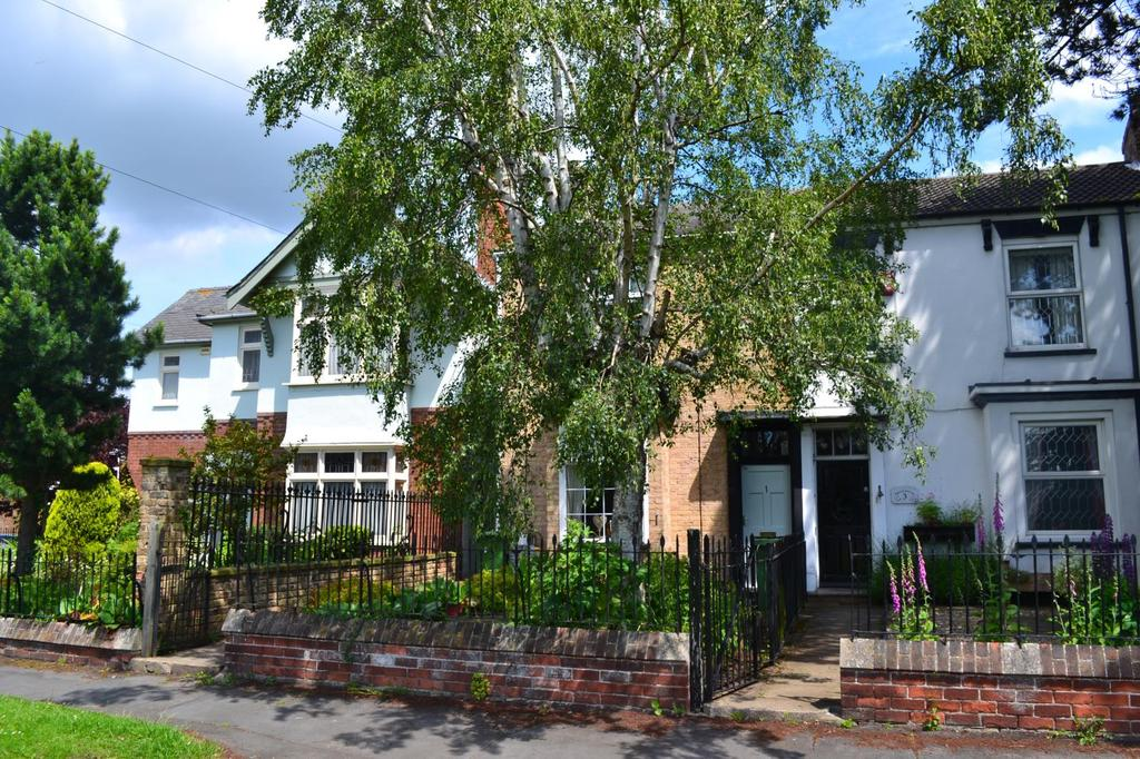 1 Bedroom House for sale in Cheapside, Waltham, Grimsby, North East Lincolnshire, DN37