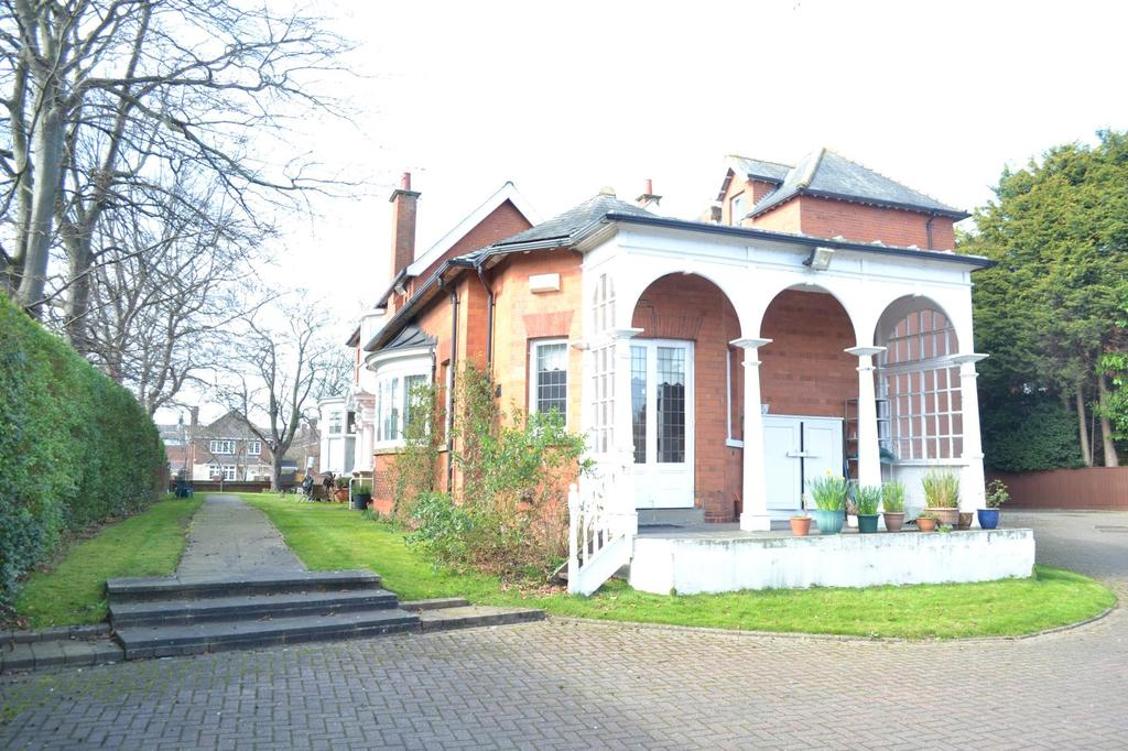 2 Bedrooms Flat for sale in Bargate, Grimsby, North East Lincolnshire, DN34