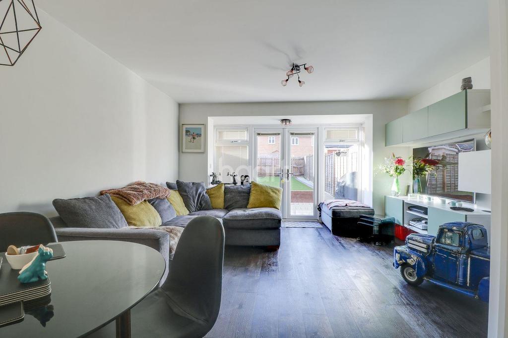 3 Bedrooms Terraced House for sale in Kingston Road, Benfleet