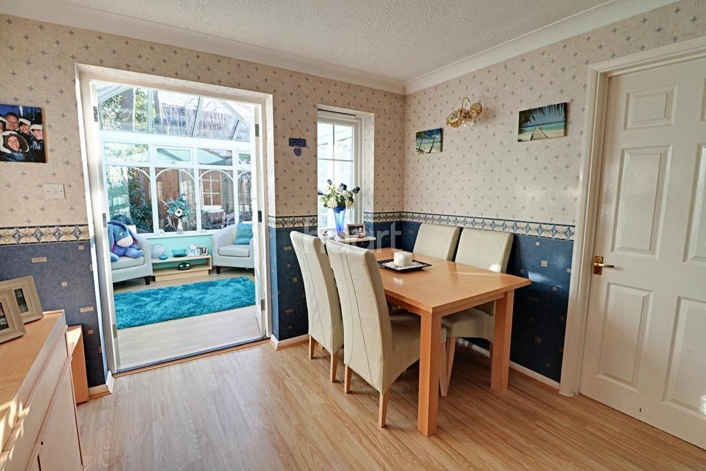 5 Bedrooms Detached House for sale in The Birches, Farnborough