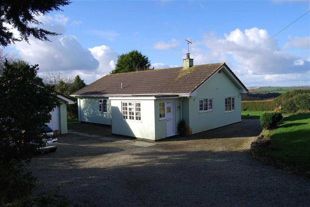 3 Bedrooms Bungalow for sale in Burlawn, Wadebridge, Cornwall, PL27