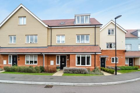 3 bedroom townhouse for sale - Aurora Close, Watford
