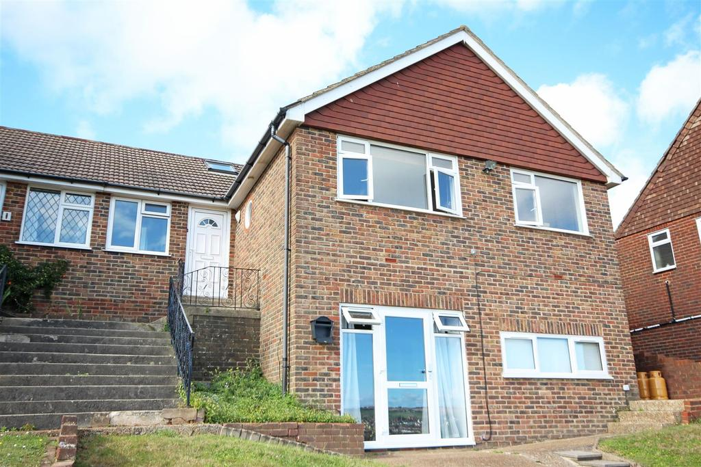 4 Bedrooms Semi Detached Bungalow for rent in Wolverstone Drive, Hollingdean, Brighton