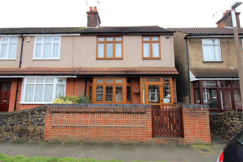 3 Bedrooms End Of Terrace House for sale in Kent Road, Grays