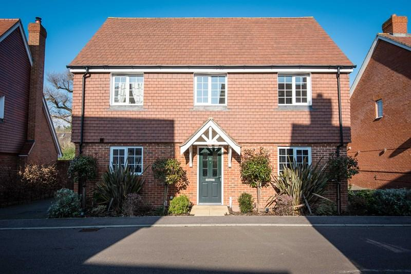4 Bedrooms Detached House for sale in Limestone Way, Maresfield, Uckfield