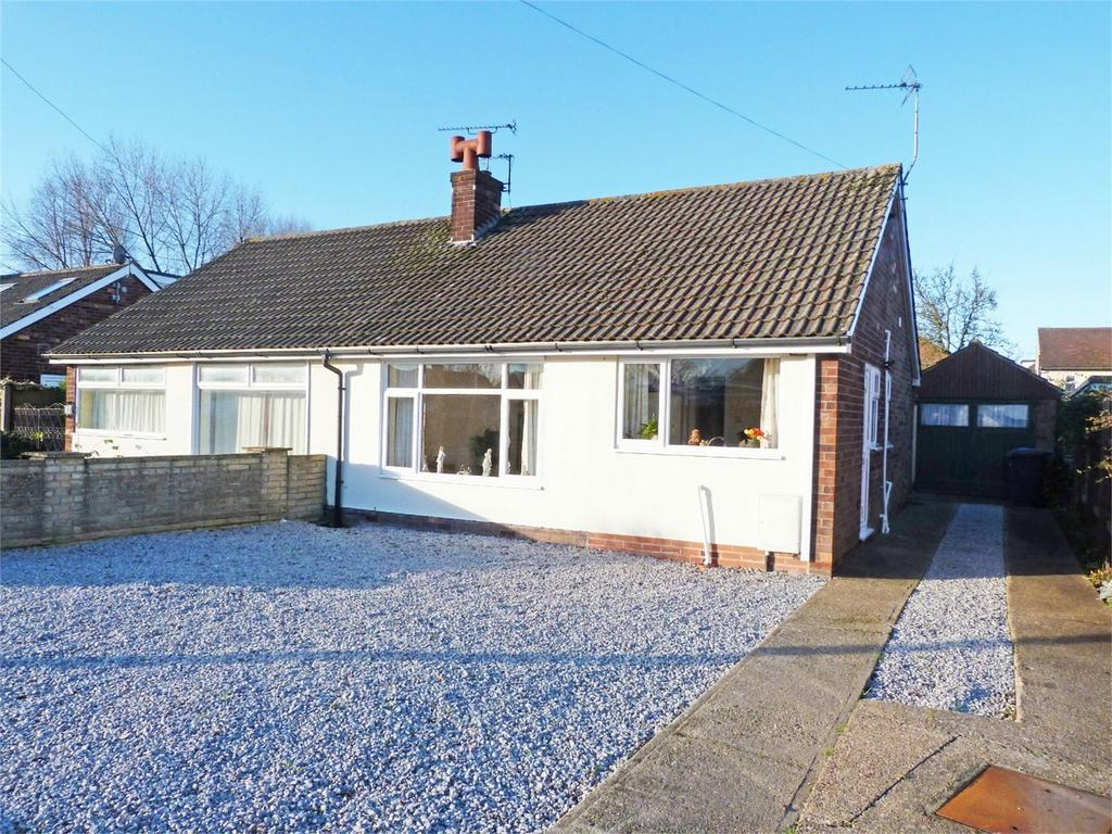 2 Bedrooms Semi Detached Bungalow for sale in Lexington Drive, Hull, East Riding of Yorkshire