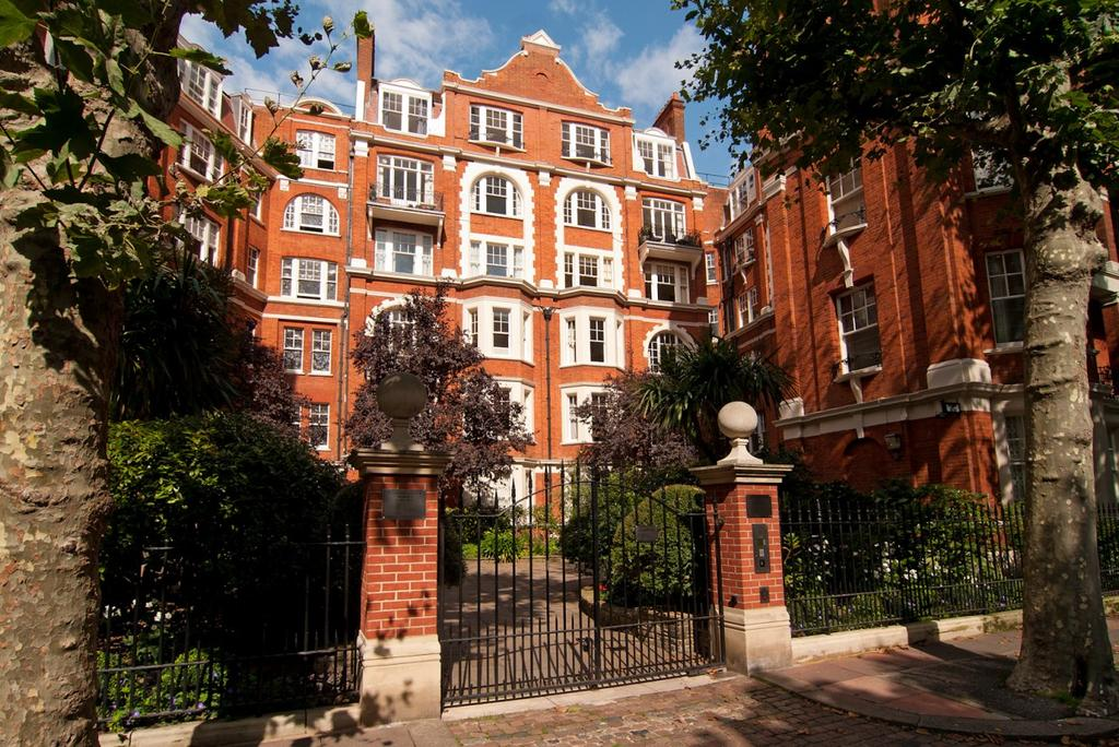 3 Bedrooms Apartment Flat for sale in Fitzjames Avenue, Kensington