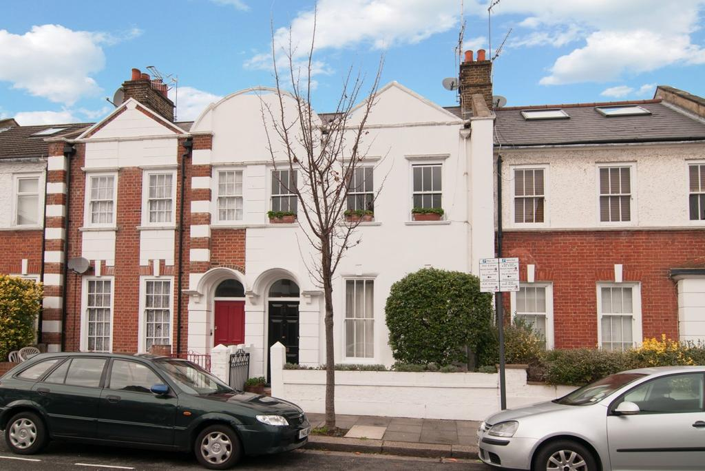 3 Bedrooms Apartment Flat for sale in Racton Road, Fulham