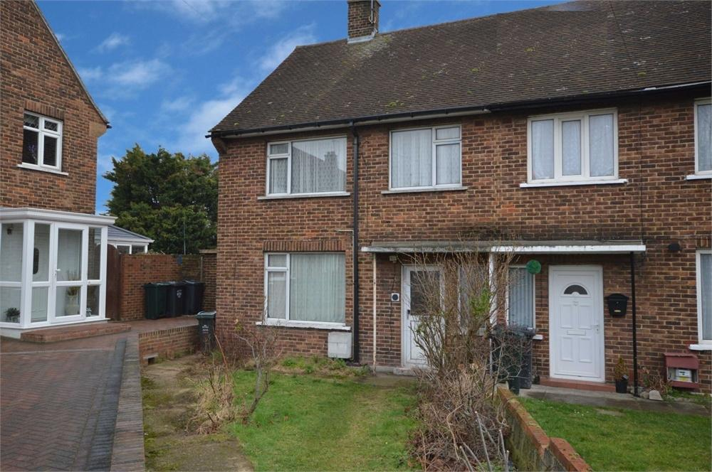 3 Bedrooms Semi Detached House for sale in Morris Gardens, Dartford