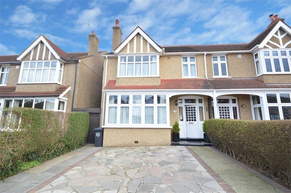 4 Bedrooms Semi Detached House for sale in King Edward Avenue, Dartford