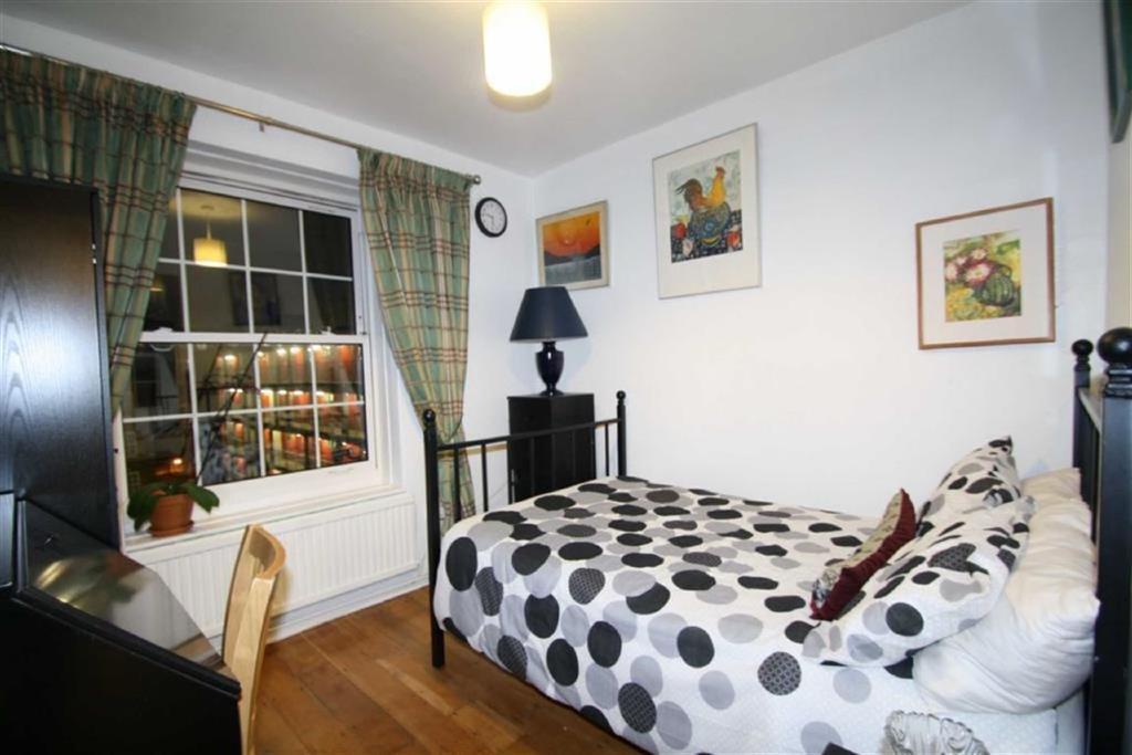 2 Bedrooms Flat for sale in Pembury Road, Hackney