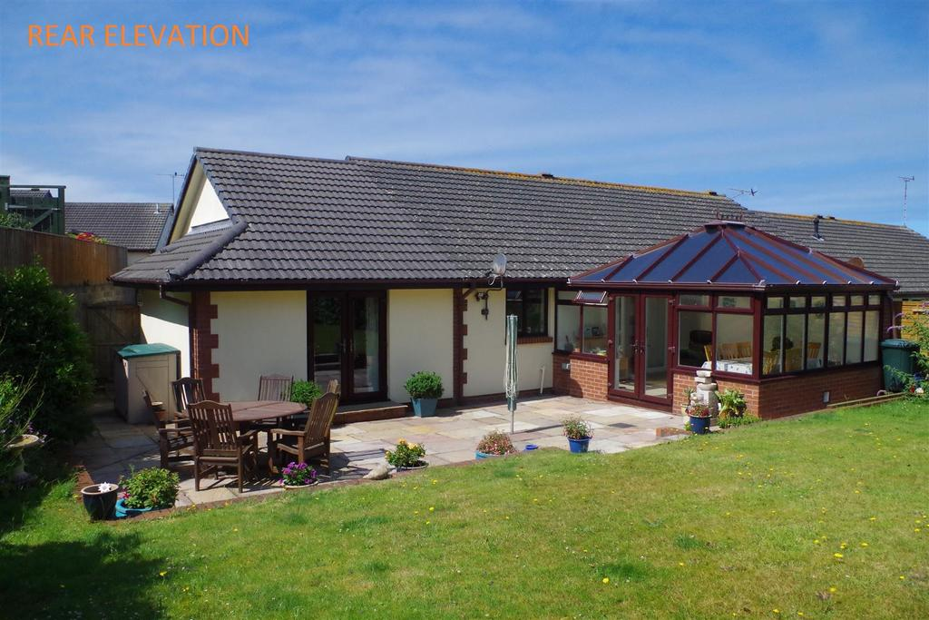 3 Bedrooms Semi Detached Bungalow for sale in Skern Way, Northam, Bideford
