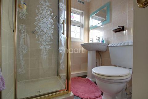 2 bedroom retirement property for sale - Cummings Hall Lane, Noak Hill, RM3 7TW