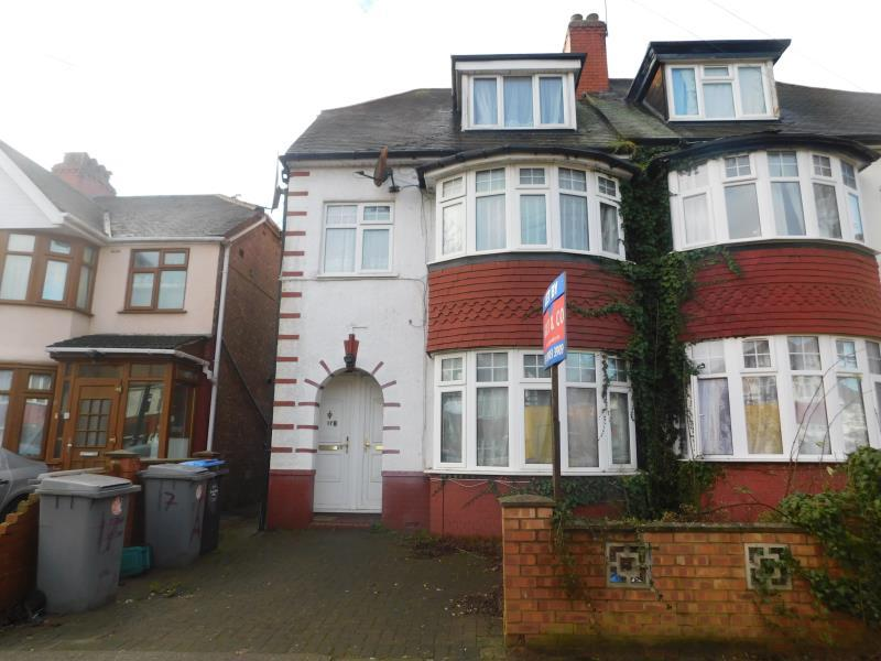 2 Bedrooms Flat for sale in Lancelot Avenue , Wembley, Middlesex