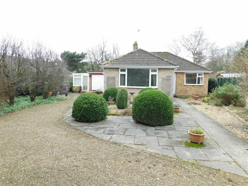 3 Bedrooms Detached Bungalow for sale in Heckler Close, Ripon