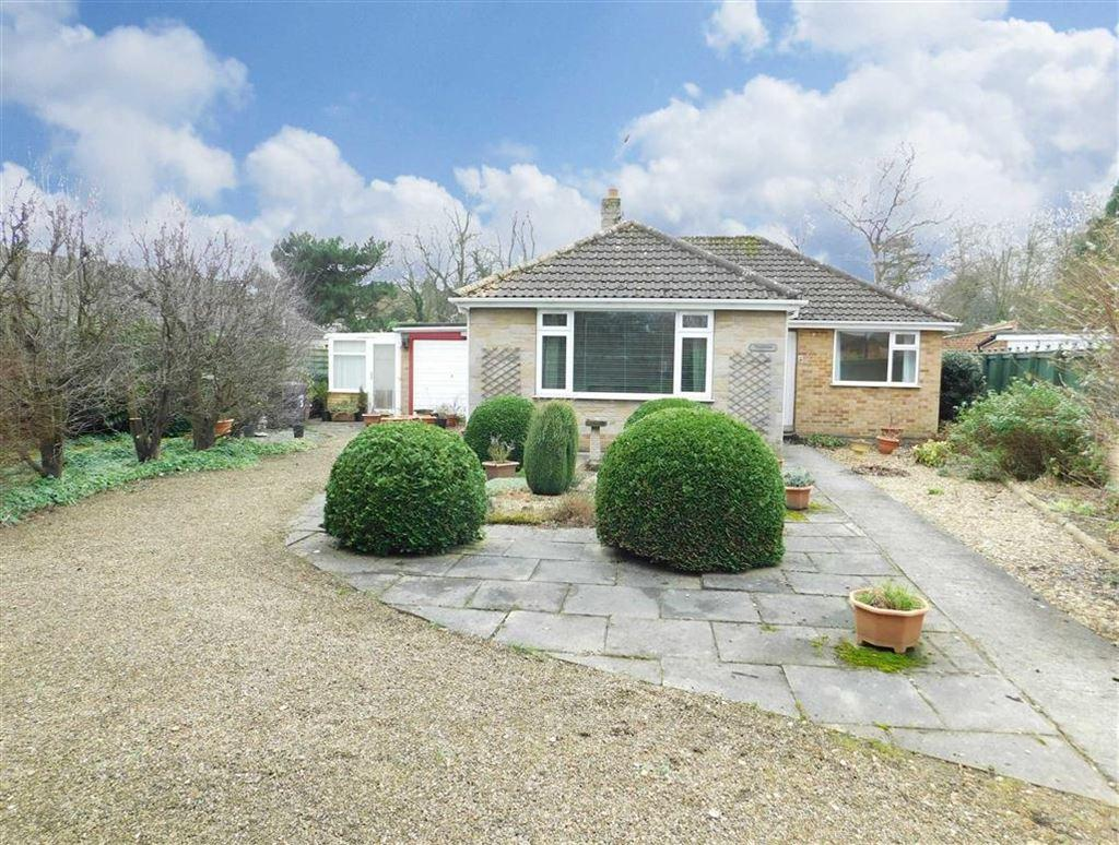 3 Bedrooms Detached Bungalow for sale in Heckler Close, Ripon
