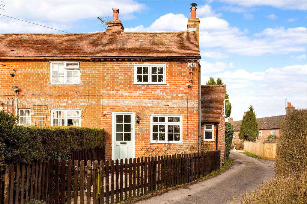 2 Bedrooms End Of Terrace House for sale in Essex Place, Bath Road, Speen, Newbury, RG14