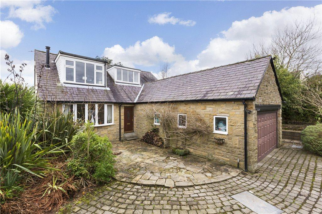 4 Bedrooms Detached House for sale in Carlton Drive, Guiseley, Leeds