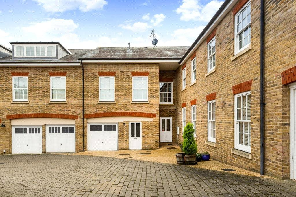 2 Bedrooms Flat for sale in Clunbury Court, Manor Street, Berkhamsted, Hertfordshire, HP4