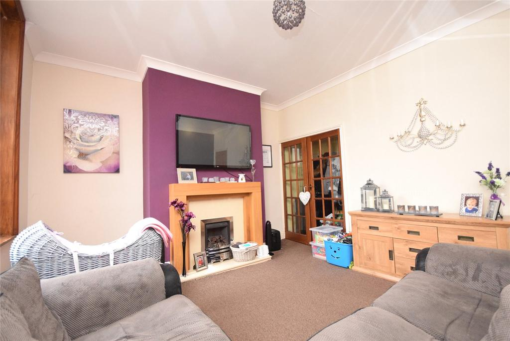 2 Bedrooms Terraced House for sale in Monton Road, Darwen, Lancashire, BB3