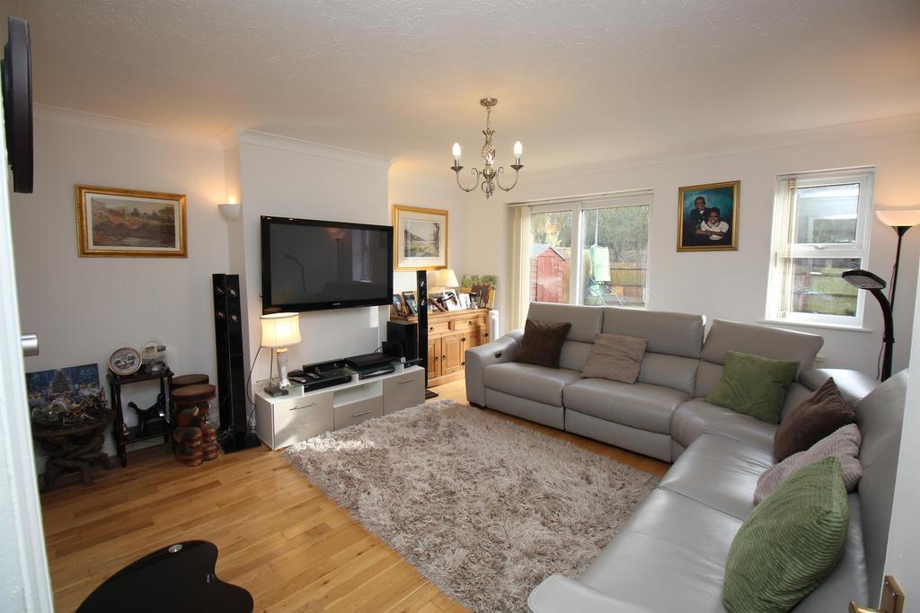 4 Bedrooms Detached House for sale in Chalkdown, Stevenage, SG2 7BG